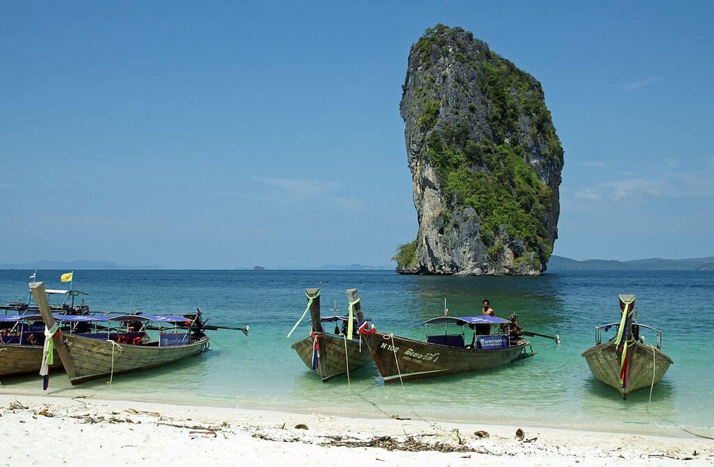 Beach in Krabi with small boats