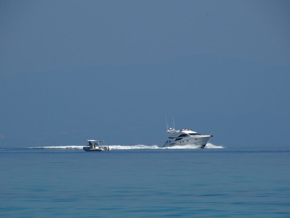 speedboat-674940_1280