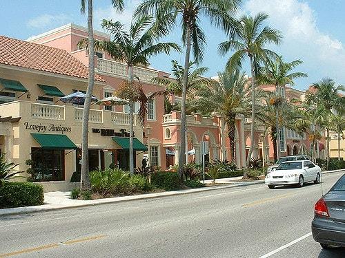 Street in Naples Florida Avenue
