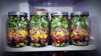 Salad in jars to eat for boat trip