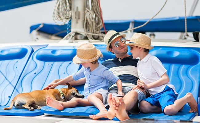 Sailing with family - HopaYacht-min