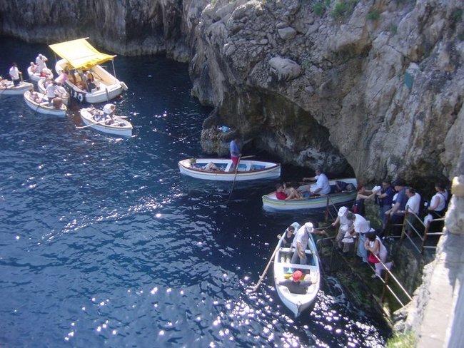 Boat tour at Grotta Azzura in Capri