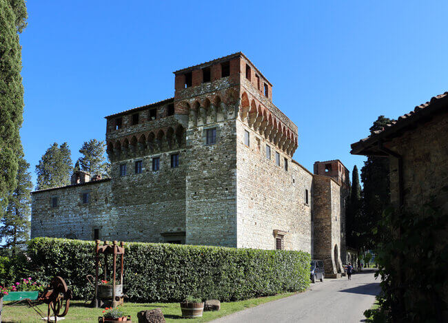 Full-Day Tuscany Castles Tour With Wine Tasting from Florence