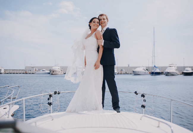 What to wear to a wedding on a boat